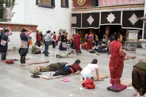 15a. Pilgrims Prostrating at the Jokhang, Lhasa, Tibet, 2006, Luca Galuzzi, www.galuzzi.it.