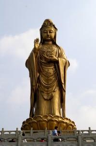17c. Statue of Guanyin on Mount Putuo Island, China, 2006, photo: Jakob Halun, Wikimedia Commons.