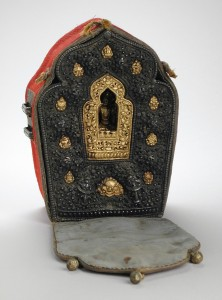 23a. Man's Portable Amulet Shrine (Gau) with Case and the Bodhisattva Avalokiteshvara, Eastern Tibet, Kham region, ca. 1900; silver, parcel-gilt copper and copper, cloth and leather case, gilt copper alloy; 6 x 5 x 3 in.; Los Angeles County Museum of Art, The Francis Eric Bloy Bequest, AC1994.116.3.1-3, photo: Wikimedia Commons.