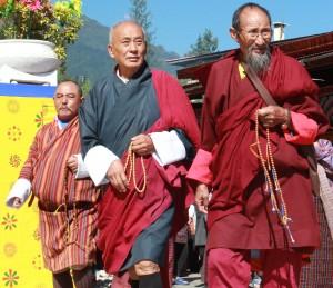 27b. Men with Prayer Beads, Thimpu, Bhutan, 2013, photo: Arian Zwegers, Flickr Commons, https://www.flickr.com/photos/azwegers/15658124477/in/photostream.