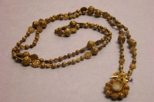 27c. Rosary, Philippines, 17th–19th century; gold; L: 17 1/2 in.; The Metropolitan Museum of Art, Gift of J. Pierpont Morgan, 1912, 12.176.6, photo: www.metmuseum.org.
